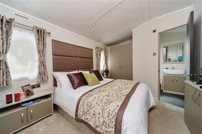 STAMFORD-LODGE-MASTER-BEDROOM