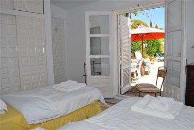 10-Cascada Pool cottage bedroom2