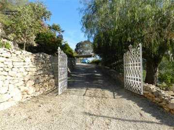 12-Cascada private entrance