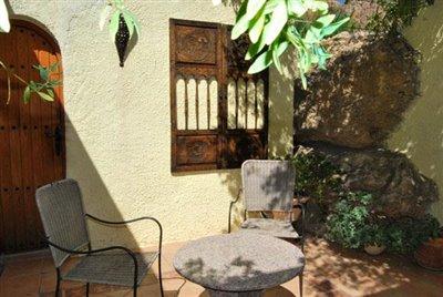 23-Cascada annex courtyard