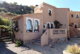 Sierra Cabrera, Villa