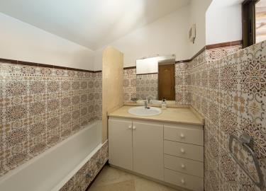 Ensuite-bathroom-3468
