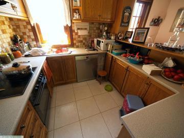 M1232_21_Kitchen