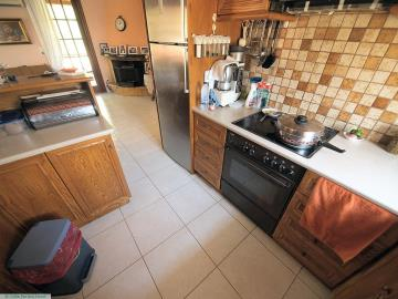 M1232_22_Kitchen