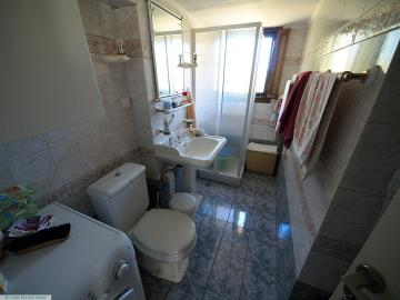M1232_29_Family_bathroom
