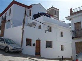 Ríogordo, Property