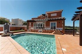 Image No.0-Villa de 3 chambres à vendre à Lagos