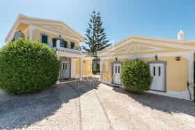 Image No.0-Villa de 4 chambres à vendre à Lagos