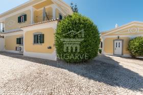 Image No.1-Villa de 4 chambres à vendre à Lagos