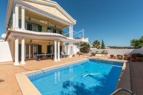 Image No.3-Villa de 4 chambres à vendre à Lagos