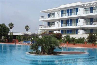 43382-swiming-pool-exterior