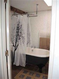 pooleyupstairs-bathroom-02aug15