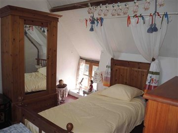 pooley-middle-bedroom-3-05aug15