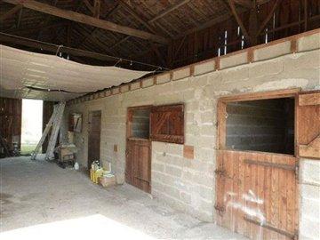 taylor-barn-interior