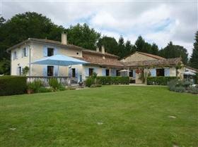 Villebois-Lavalette, House