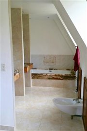 2-Upper-Bathroom
