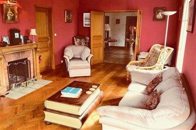 Lounge-to-Hall