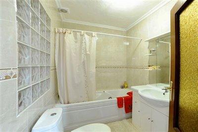 masterbedroombathroom652288031