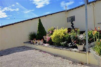 12-rear-garden-and-terrace