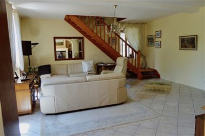 16-salon-to-staircase