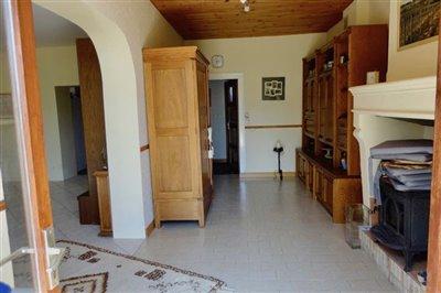 3-entrance-reception-room