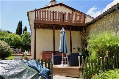 7-se-terrace-spa-balcony