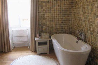 14-master-bathroom-photo1