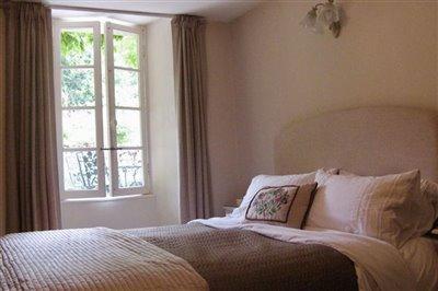 12-master-bedroom-photo1