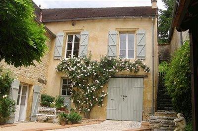 02-courtyard-photo1