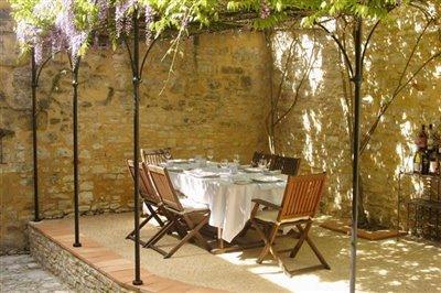 03-courtyard-photo2