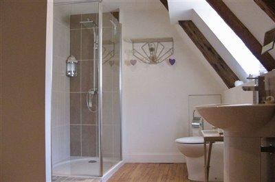 30-second-floor-shower-room