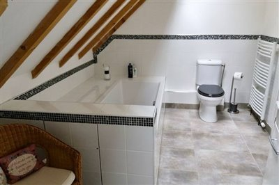 10-bathroom