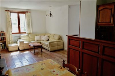 23-lv-apartment-lounge