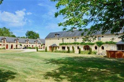1 - Louresse-Rochemenier, Property