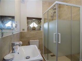 Image No.16-9 Bed House for sale