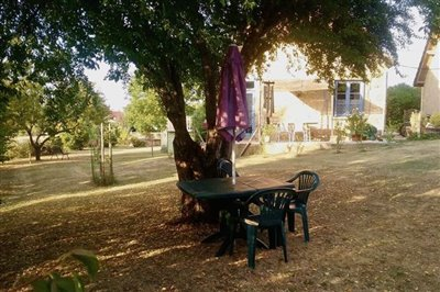 hibiscus-patio-front-and-gites-garden