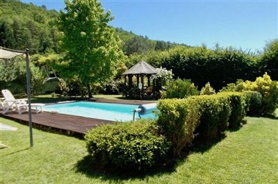 pool-gite-garden-view-to-rear-woodland