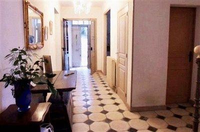 hall-view-to-front-door