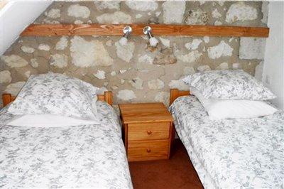 v1-south-bedroom