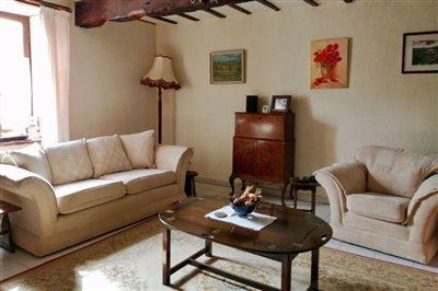 img202002281231-lounge