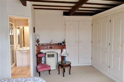 master-bedroom-showing-en-suite