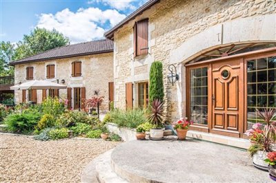 1moulin-de-fontcourt-exterior-from-right-1-1