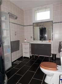 g1-bathroom