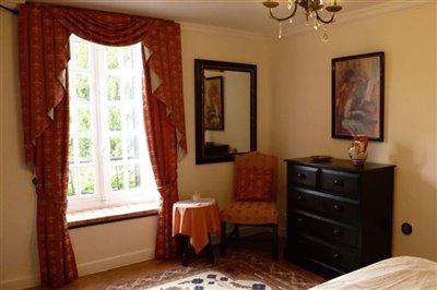 09-master-bedroom-2