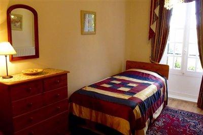 11-suite-1-bedroom2