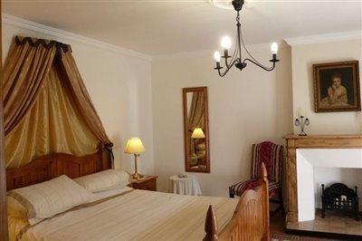 10-suite-1-bedroom-1
