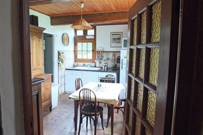012-0142012-kitchen-viewed-from-living-room-r