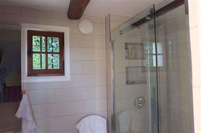 013-dscf5922-bathroom-with-walk-in-shower-red