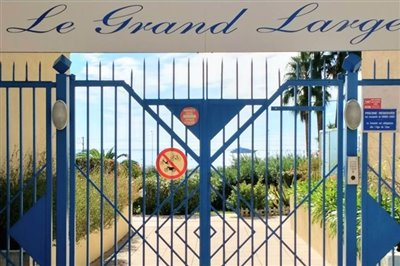 entrance-to-le-grand-large