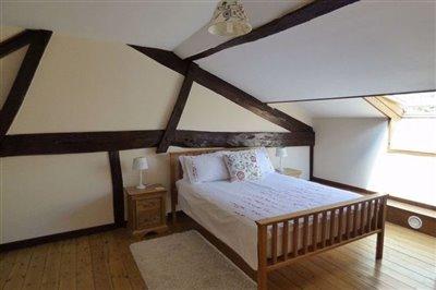bedroom-main-house